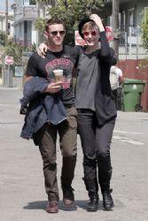 Evan Rachel Wood & Jamie Bell: Venice Beach Boardwalk!
