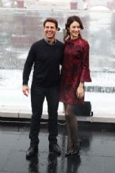 Tom Cruise & Olga Kurylenko: 'Oblivion' Moscow Photo Call!