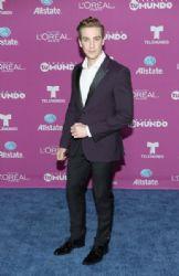 Eugenio Siller: 'Premios Tu Mundo' Awards 2015