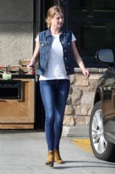 Emily VanCamp: shopping at Gelson's Market in Los Feliz