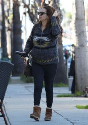 Maya Rudolph: meets a friend for lunch at Sweet Butter Cafe in Sherman Oaks