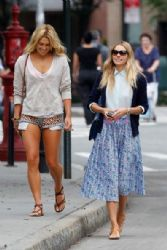 Jessica and Ashley Hart share a laugh while out and about in NYC
