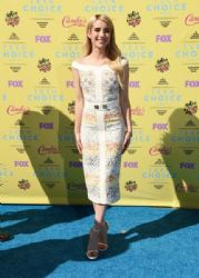 Actress Emma Roberts attends the Teen Choice Awards 2015 at the USC Galen Center on August 16, 2015 in Los Angeles, California