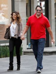 Eduardo Santamarina and Mayrin Villanueva: romantic walk