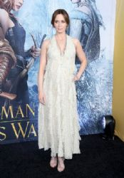 "Emily Blunt in Valentino at ""The Huntsman: Winter's War"" Premiere"