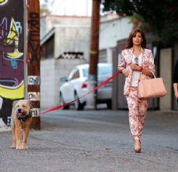 Eva Mendes: dog walk