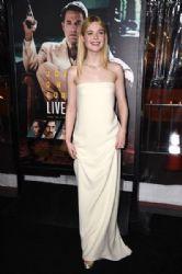 Elle Fanning wears Oscar De La Renta Dress :
