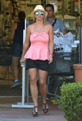 Britney Spears stops by Bed, Bath & Beyond