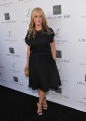 Jennifer Love Hewitt arrives at the Launches of Jennifer Love Hewitt's new maternity line,