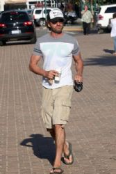 Gerard Butler in Malibi August 27, 2011