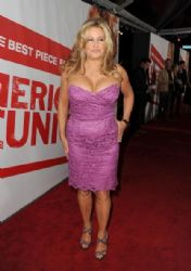 Jennifer Coolidge arrives at the premiere of Universal Pictures'