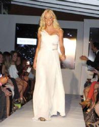 Kate Gosselin: runway at the Derek Warburton 'Real Fashion, Real Women'
