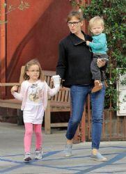 Jennifer Garner: fun at the park