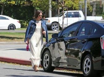 Mandy Moore: running errands in Los Angeles