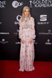 Nicole Kidman wears  Giambattista Valli  Dress : Goldene Kamera 2017 - Red Carpet