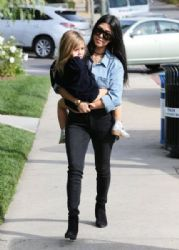 Kourtney Kardashian: enjoy lunch together at Lovi's Delicatessen in Calabasas