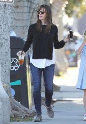 Jennifer Garner takes her daughter Violet to get frozen yogurt while out and about in Santa Monica