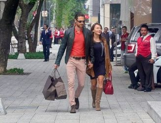Sebastian Rulli and Angelique Boyer: shopping time
