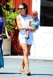 Jordana Brewster: at the Brentwood Country Mart in Brentwood