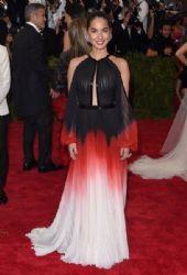 Olivia Munn: Met Gala 2015