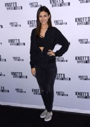 Victoria Justice: Knott's Scary Farm Black Carpet