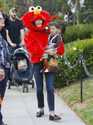 Jordana Brewster: takes her son Julian trick-or-treating in Los Angeles