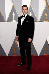 Henry Cavill wears Dunhill at the 2016 Academy Awards