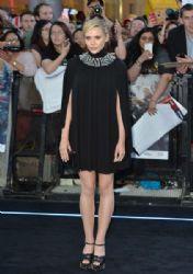 Elizabeth Olsen: attends