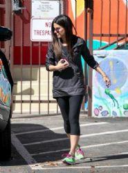 Sandra Bullock: picks up Louis from school in LA