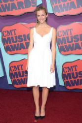 Brooklyn Decker wears Jill Stuart - 2014 CMT Music Awards