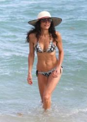 Bethenny Frankel relaxes at the beach in Miami on January 1, 2013