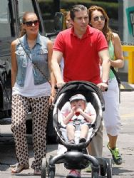 Galilea Montijo and Fernando Reina: baby walk