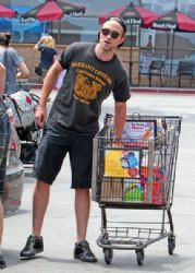 Robert Pattinson stops by Ralph's grocery store in Los Angeles
