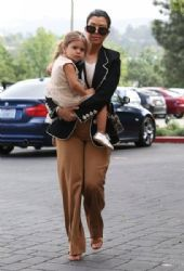 Kourtney Kardashian: take her daughter to church on Easter Sunday in Calabasas