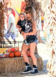 Fergie are seen at the pumpkin patch with Axl