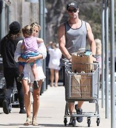 Elsa Pataky and Chris Hemsworth: shopping time