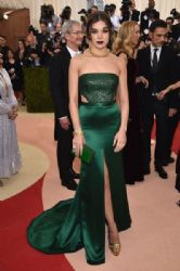 Hailee Steinfeld: 'Manus x Machina: Fashion In An Age of Technology' Costume Institute Gala - Arrivals