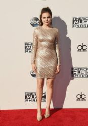 Bailee Madison: 2015 American Music Awards - Red Carpet