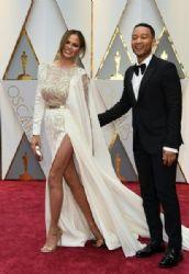 Chrissy Teigen and John Legend : 89th Annual Academy Awards - Arrivals