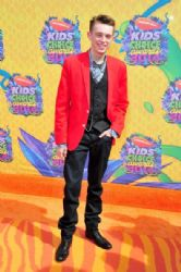 Dylan Riley Snyder: Nickelodeon's 27th Annual Kids' Choice Awards - Red Carpet