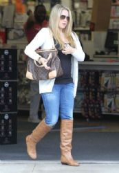 Tiffany Thornton: out returning some products to Bed, Bath and Beyond in Los Angeles