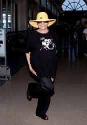 Liza Minnelli Lands in LA