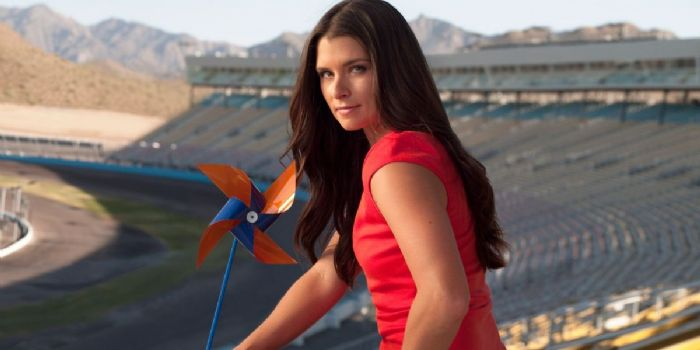 patrick dating Danica patrick may be a bears fan but she's dating the packers qb.