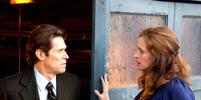 Julia Roberts and Willem Dafoe