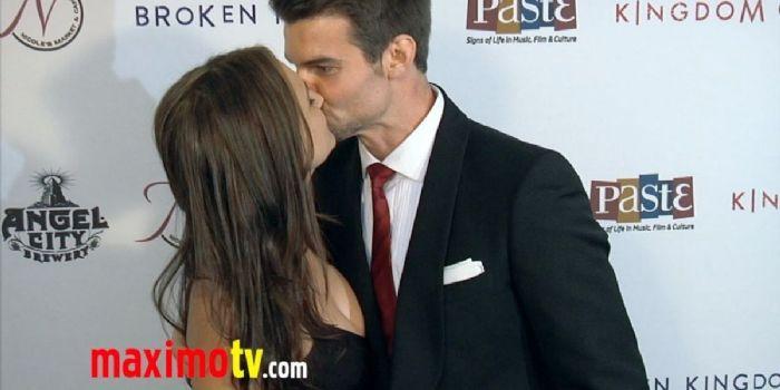 Daniel Gillies and Rachael Leigh Cook
