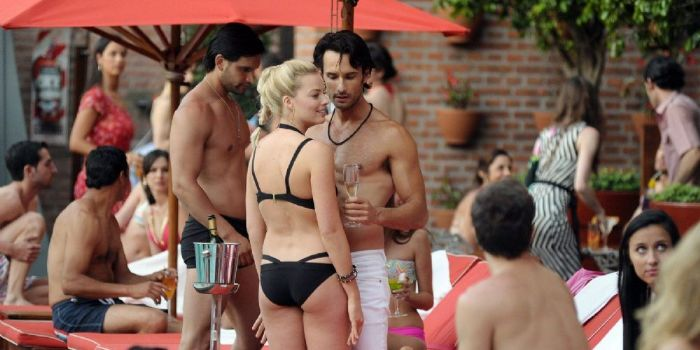 Margot Robbie and Rodrigo Santoro