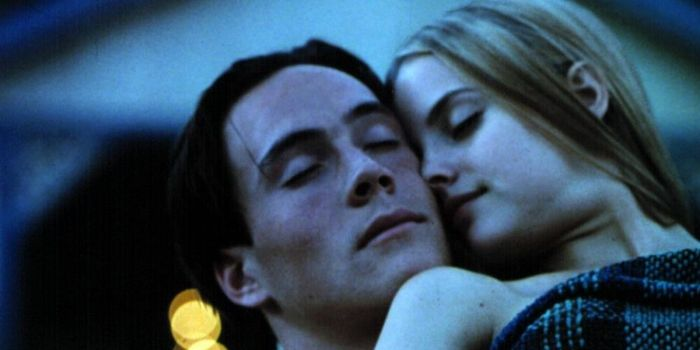 Chris Klein and Mena Suvari