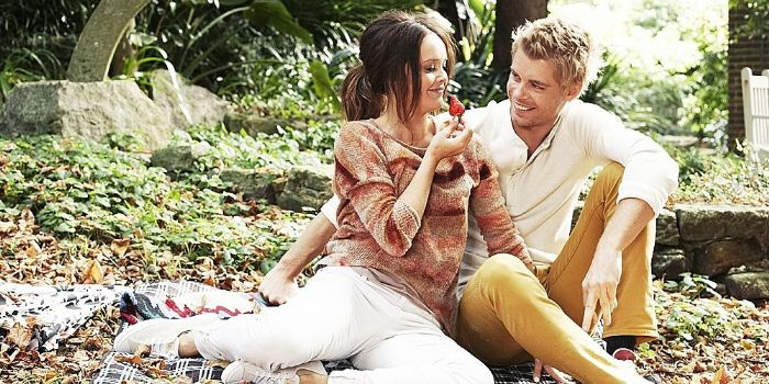 Rebecca Breeds And Luke Mitchell Married