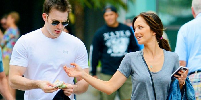 Chris Evans and Minka Kelley